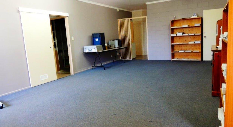 9 Hilliard Street, Gladstone Central, QLD, 4680 - Image 4